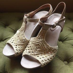 Earthies Crochet and Wood Heeled Sandals Sz 9